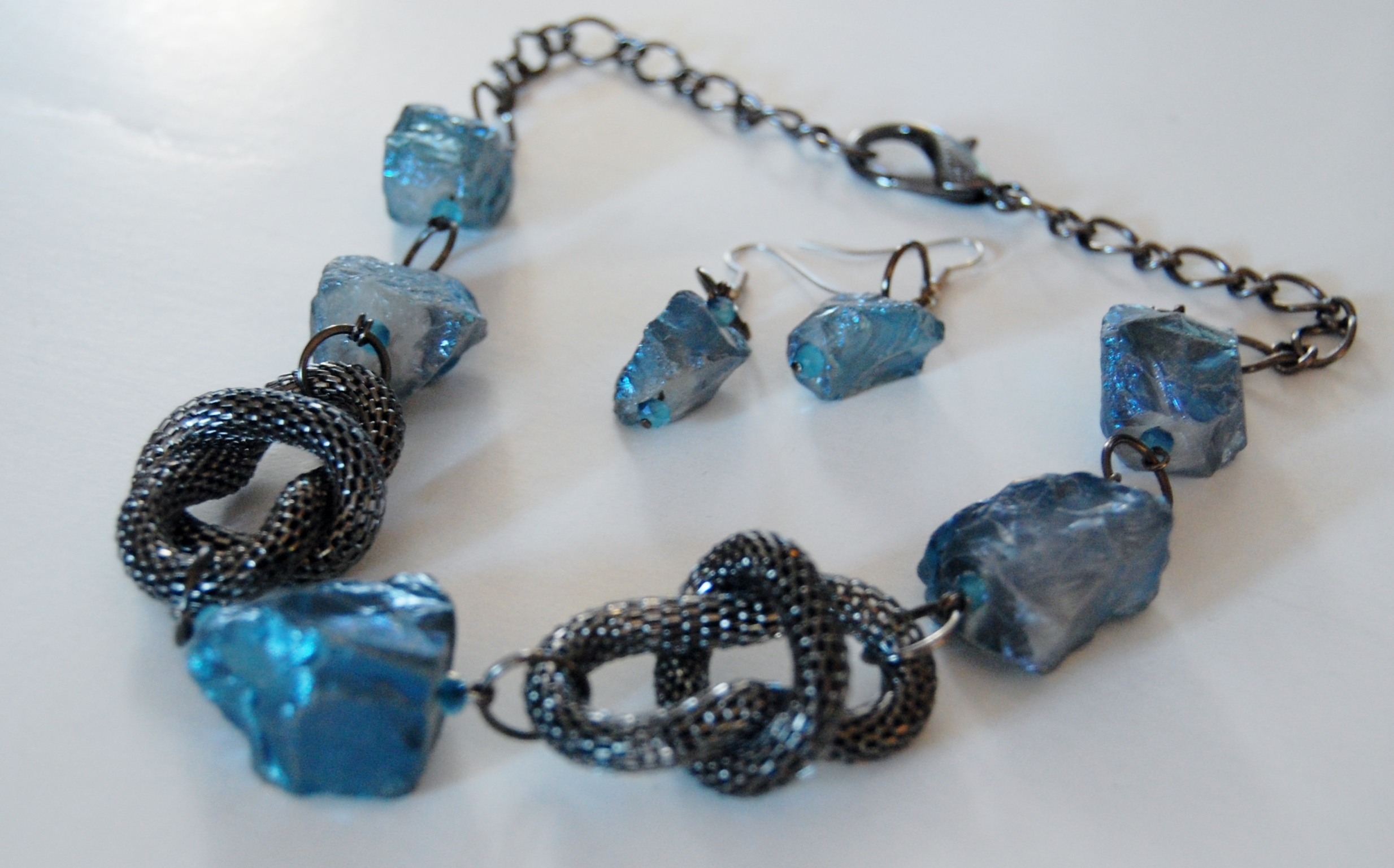 RAW BLUE QUARTZ WITH GUN METAL MESH LOOPS NECKLACE SET